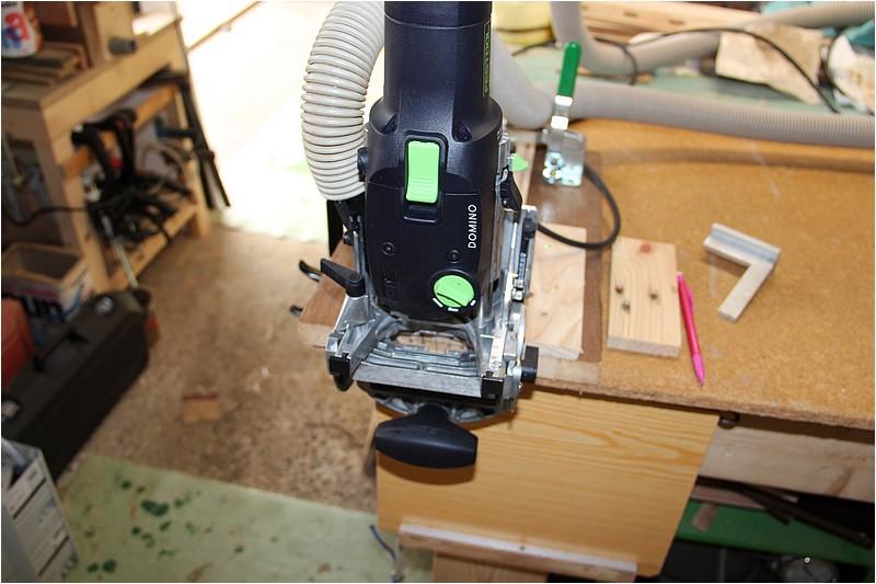 Petit meuble pour échevettes, fait en bois de récup ou venant de chutes. Img_2630