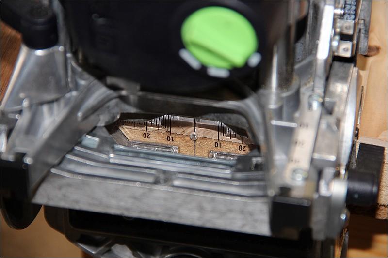 Petit meuble pour échevettes, fait en bois de récup ou venant de chutes. Img_2632