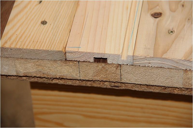 Petit meuble pour échevettes, fait en bois de récup ou venant de chutes. Img_2633