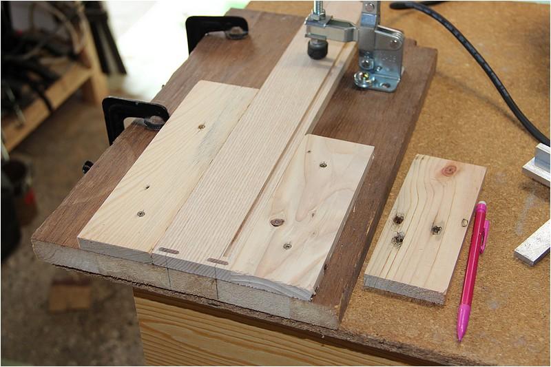 Petit meuble pour échevettes, fait en bois de récup ou venant de chutes. Img_2634