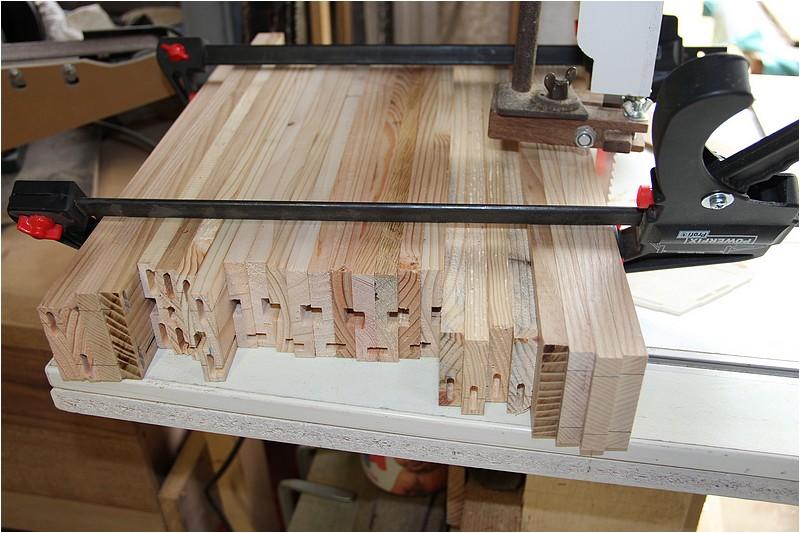 Petit meuble pour échevettes, fait en bois de récup ou venant de chutes. Img_2635