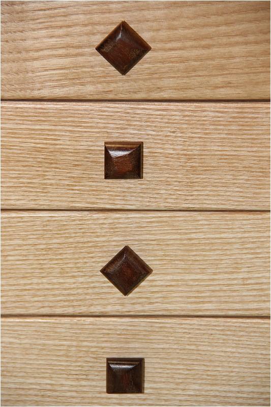 Petit meuble pour échevettes, fait en bois de récup ou venant de chutes. Img_2711