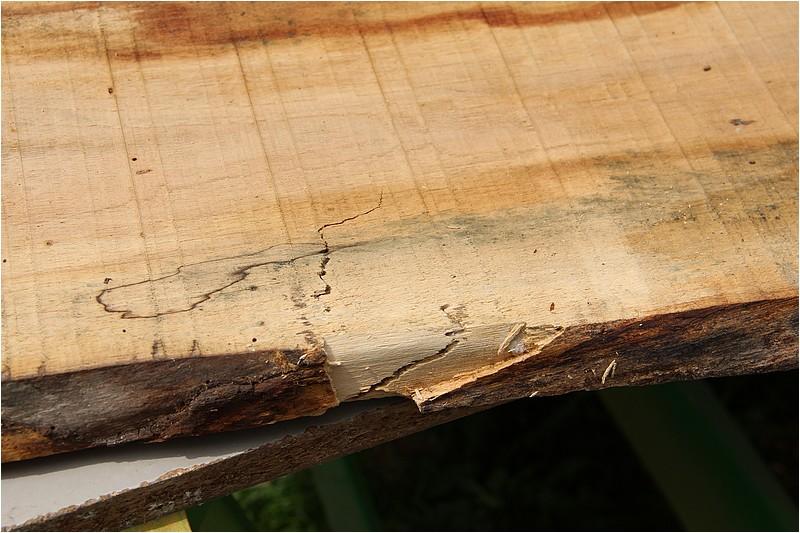 Petit meuble pour échevettes, fait en bois de récup ou venant de chutes. Img_2712