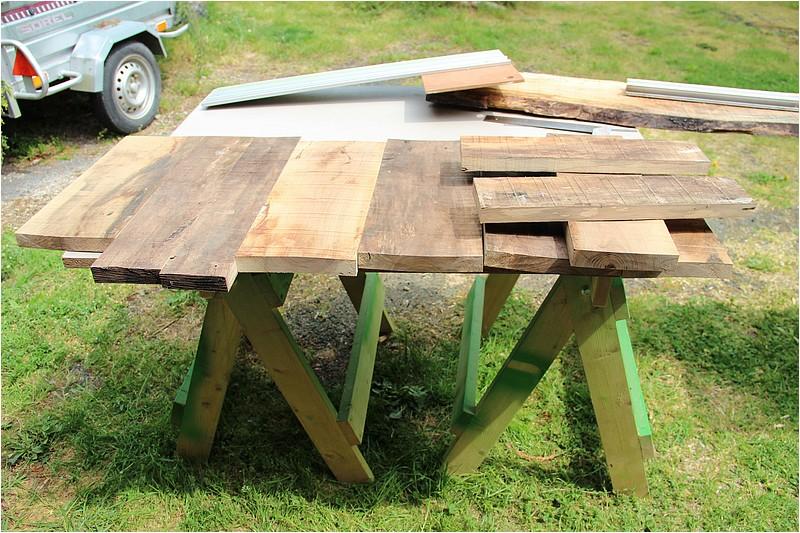 Petit meuble pour échevettes, fait en bois de récup ou venant de chutes. Img_2715