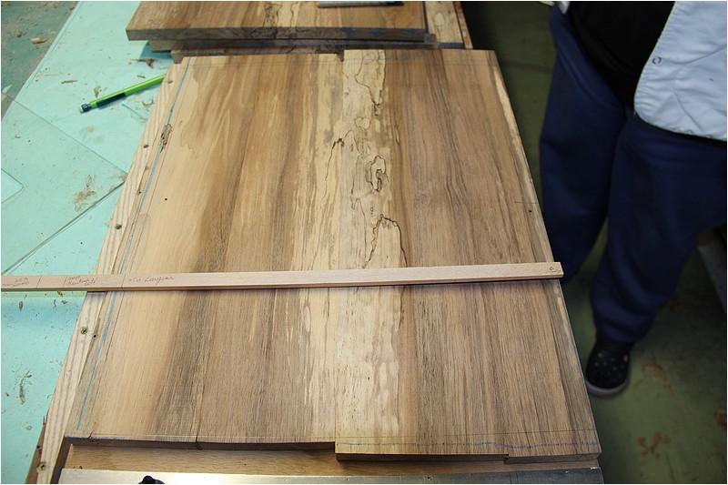 Petit meuble pour échevettes, fait en bois de récup ou venant de chutes. Img_2721
