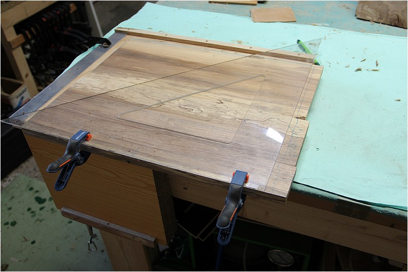 Petit meuble pour échevettes, fait en bois de récup ou venant de chutes. Img_2723