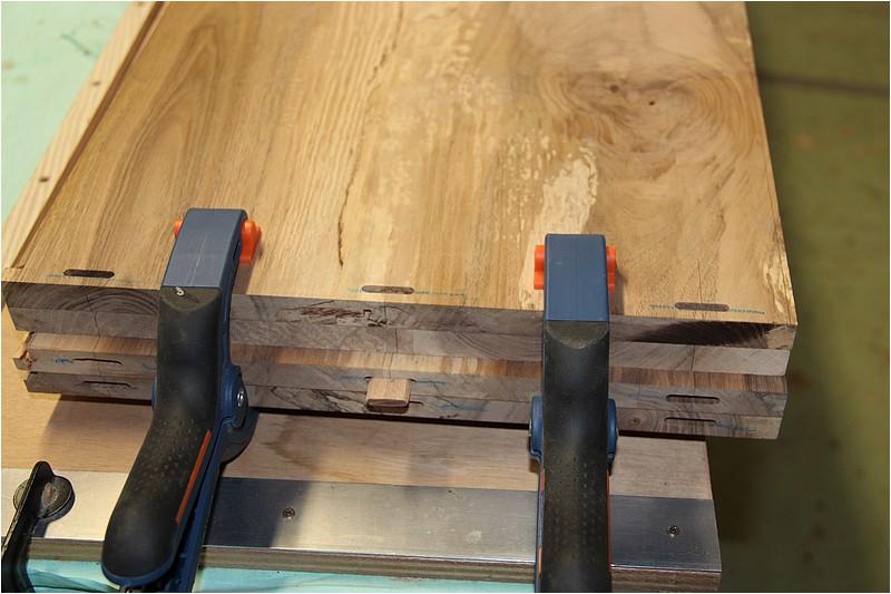 Petit meuble pour échevettes, fait en bois de récup ou venant de chutes. Img_2724