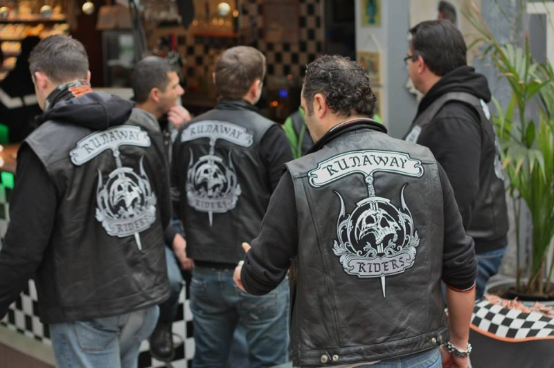Couleurs des differents clubs de bikers - Page 15 14596710