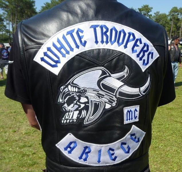 Couleurs des differents clubs de bikers - Page 15 54955910