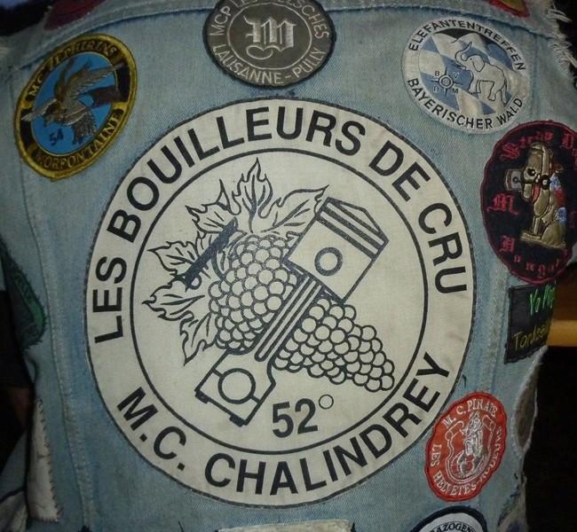 Couleurs des differents clubs de bikers - Page 15 56792510