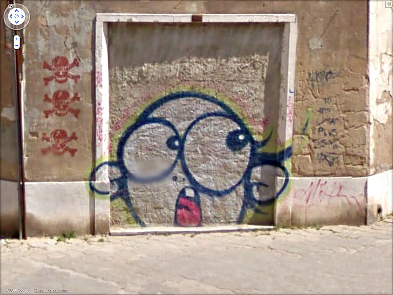 STREET VIEW : graffitis et tags vus de la Google Car Sans_t46