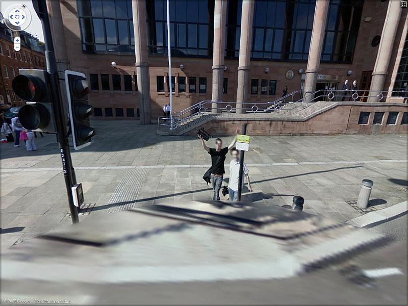 STREET VIEW : un coucou à la Google car  Sans_t53