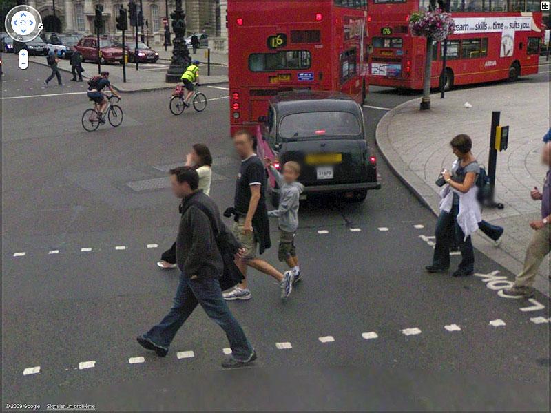 STREET VIEW : un coucou à la Google car  Sans_t91