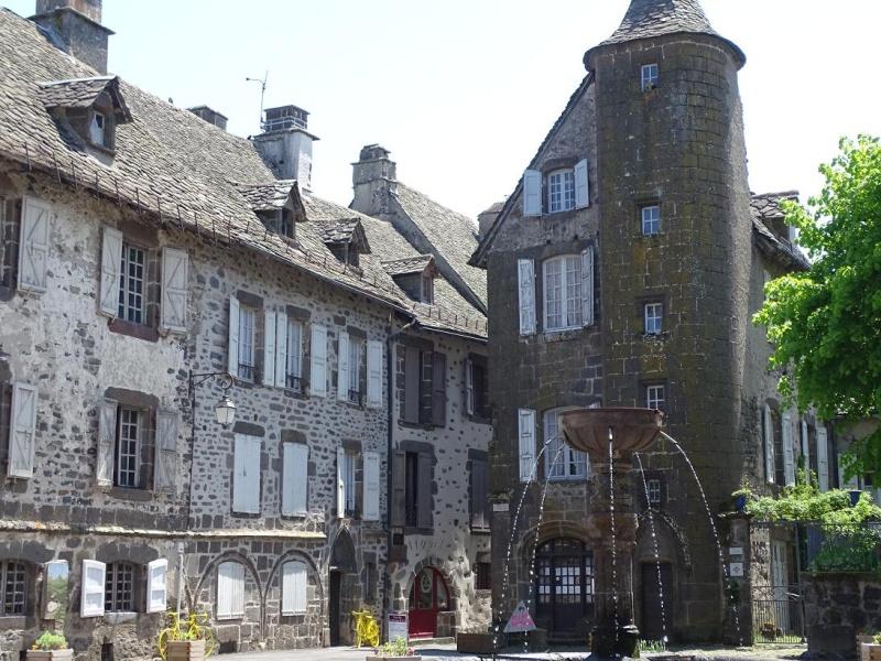 6R6 dans le Cantal Dsc01011