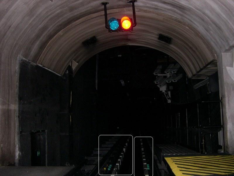 Rock 'n' Roller Coaster Tunnel12