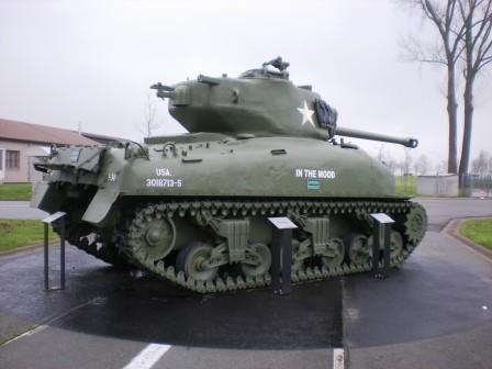Brat Pitt sur un Sherman M4A2 76W - Page 2 In_the11