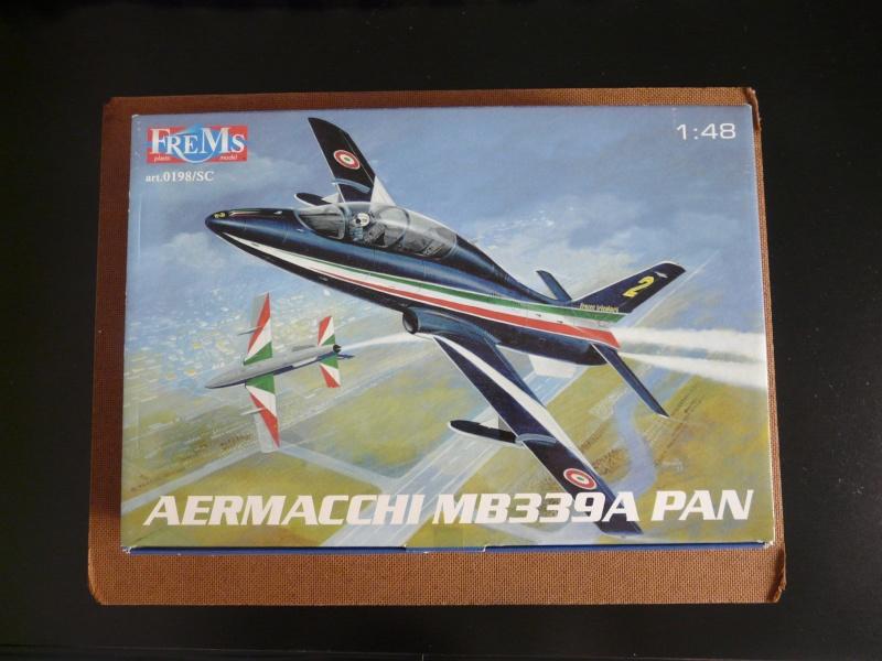 freece tricolori Aermacchi MB339A PAN 1-48 P1040110