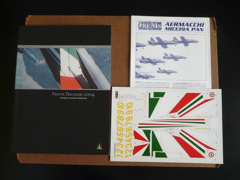 freece tricolori Aermacchi MB339A PAN 1-48 P1040112