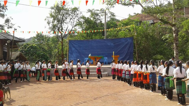 Người Công Giáo H, Mông ở Điên Biên Hmoob Kav Tos liv (Catholic) nyob xeev Dien Bien cob tsib teb - Page 2 Cob_ts12