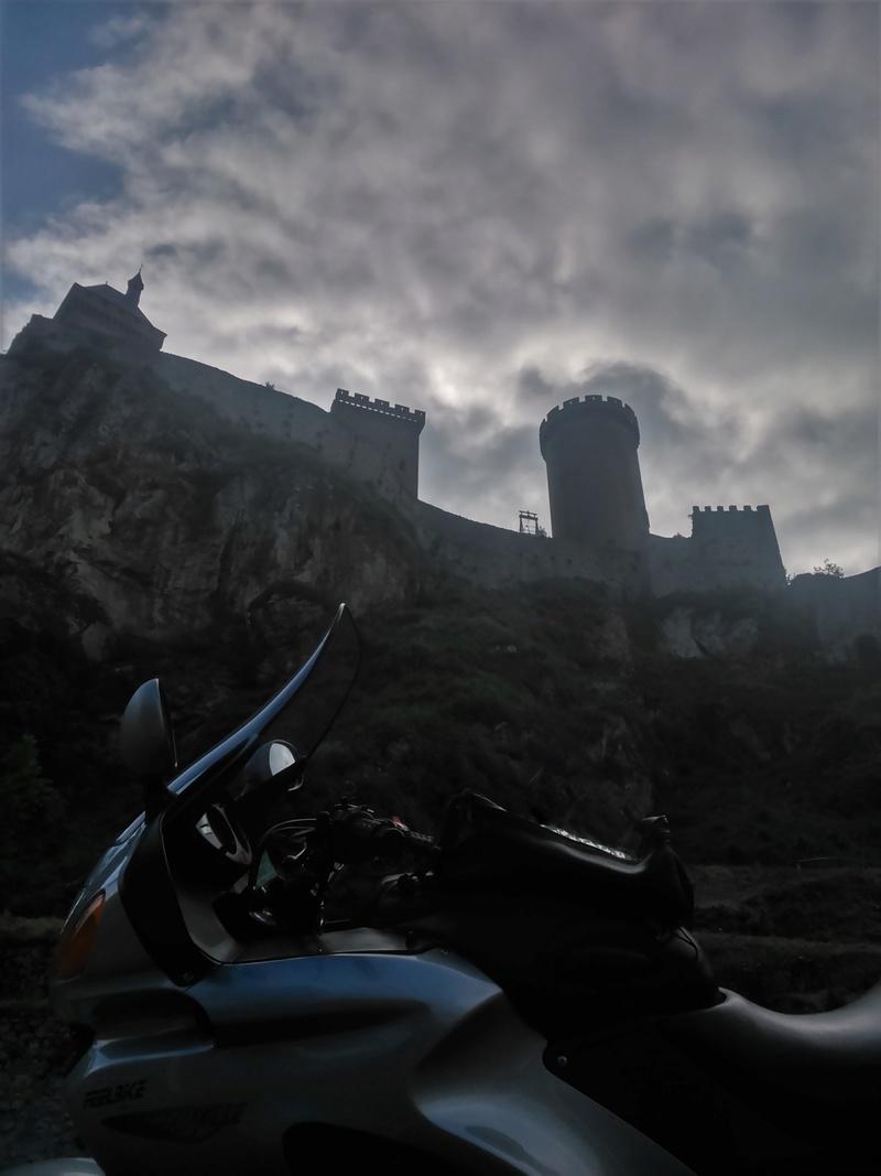 Photos de vous et de votre moto devant ....un château  - Page 12 Dsc_0511