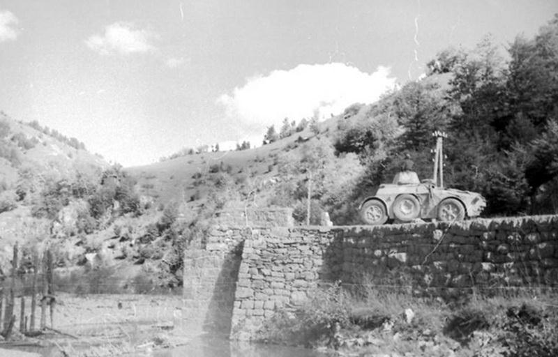 Guérilla et contre-guérilla dans les Balkans [Dossier photo] Ab-41_11