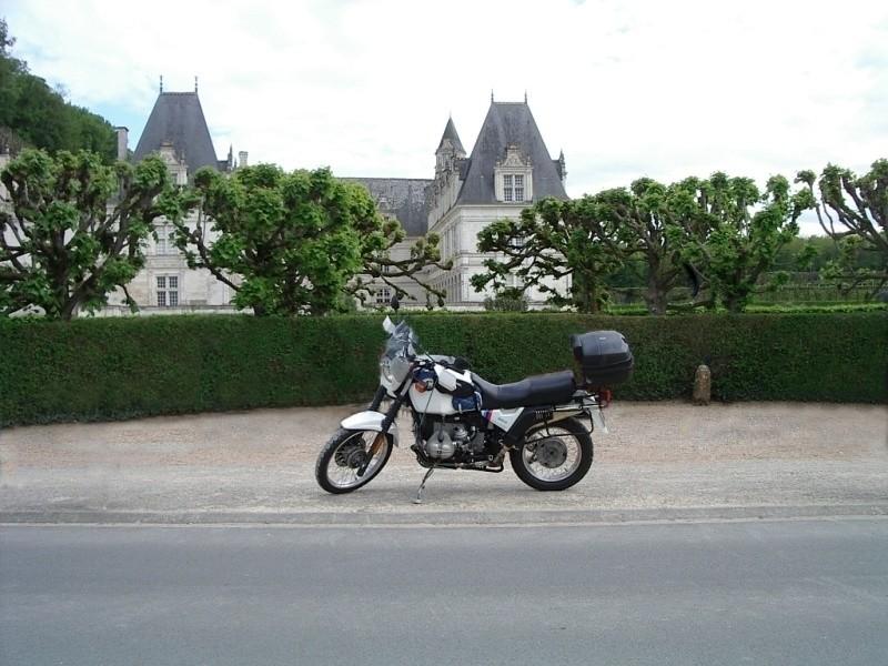 Photos de vous et de votre moto devant ....un château  - Page 12 Sans_t46