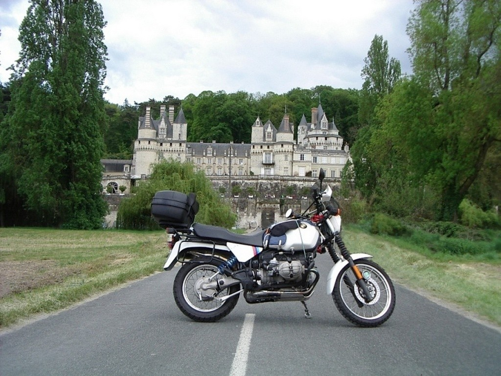 Photos de vous et de votre moto devant ....un château  - Page 12 Sans_t53