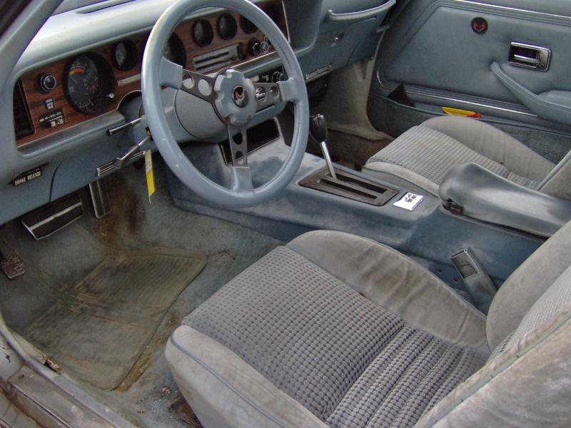 (CH) VD Pontiac Firebird Esprit 1979 CHF 4800 / 3430 euros Hpim0217