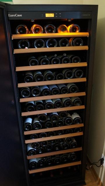À VENDRE CELLIER EUROCAVE Modèle V283, +-180 bouteilles Dsc09014