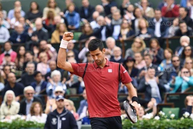 Tennis - Page 6 Novak-10
