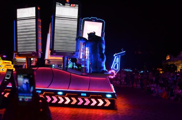 [Hong Kong Disneyland] Nouvelle parade nocturne : Disney Paint the Night (1er Octobre 2014)  - Page 4 Dsc_0411