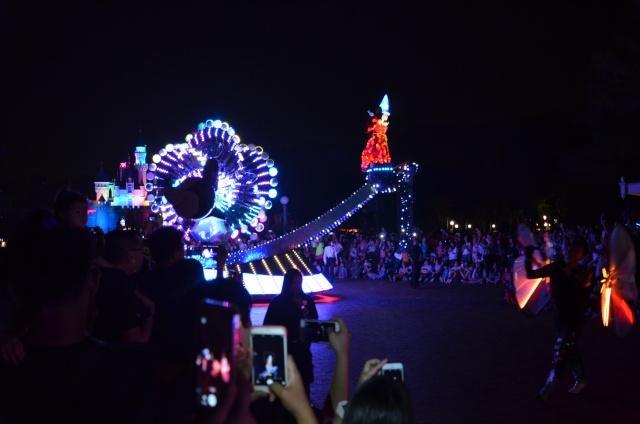 [Hong Kong Disneyland] Nouvelle parade nocturne : Disney Paint the Night (1er Octobre 2014)  - Page 4 Dsc_0510
