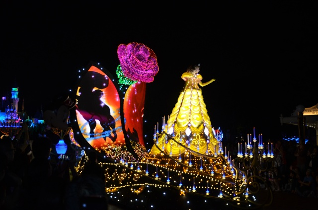 [Hong Kong Disneyland] Nouvelle parade nocturne : Disney Paint the Night (1er Octobre 2014)  - Page 4 Dsc_0512
