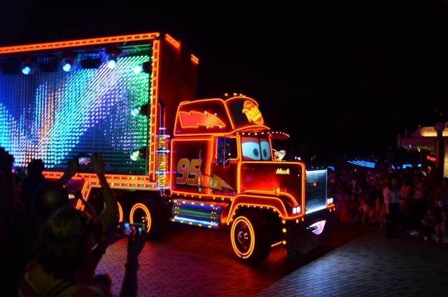 [Hong Kong Disneyland] Nouvelle parade nocturne : Disney Paint the Night (1er Octobre 2014)  - Page 4 Dsc_0515