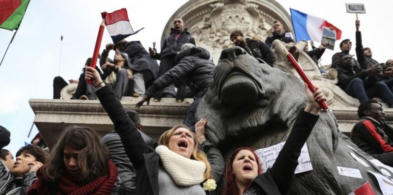 Une vie de statue (Paris, place de la République) 11_jan11