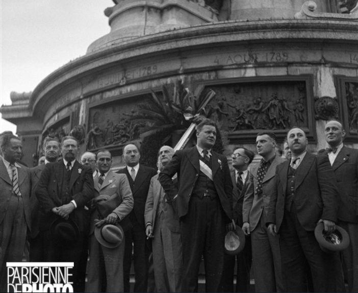 Une vie de statue (Paris, place de la République) 1936_t10