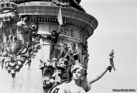 Une vie de statue (Paris, place de la République) 1968_m10