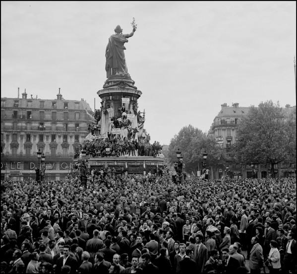 Une vie de statue (Paris, place de la République) 25_mai10