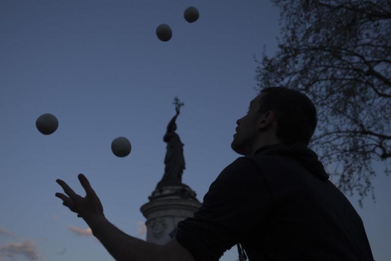 Une vie de statue (Paris, place de la République) 26919110