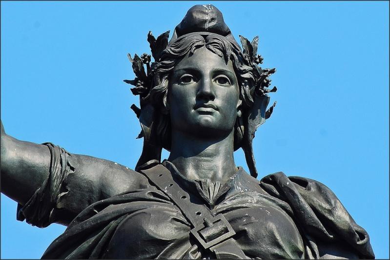 Une vie de statue (Paris, place de la République) 39826010