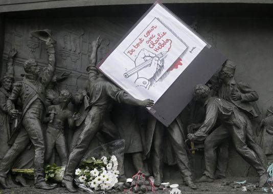 Une vie de statue (Paris, place de la République) 45526110