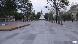 Une vie de statue (Paris, place de la République) Apres10