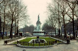 Une vie de statue (Paris, place de la République) Avant10