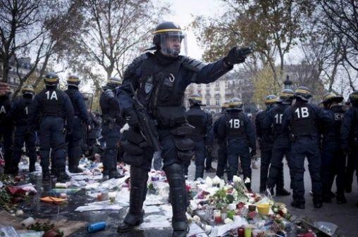 Une vie de statue (Paris, place de la République) Captur10