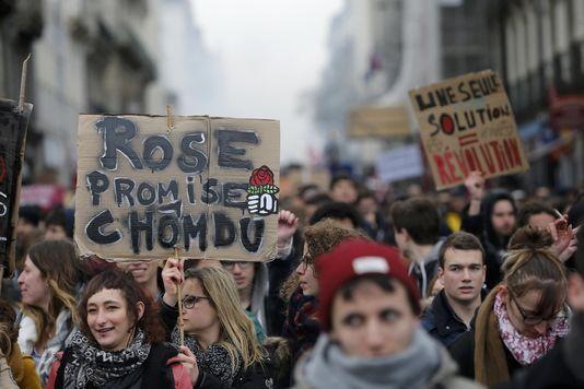 Poésie des slogans: rose promise, chomdu Ce49xo10
