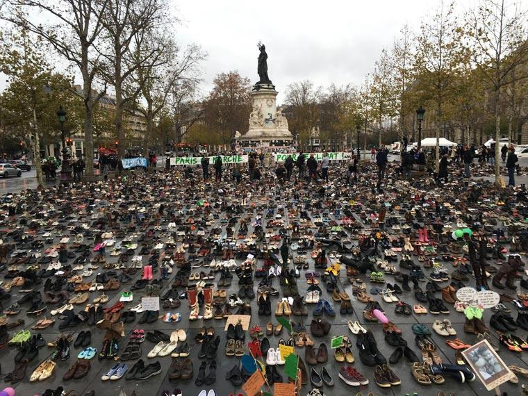Une vie de statue (Paris, place de la République) Chauss10