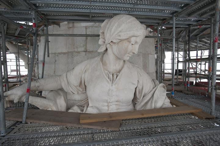 Une vie de statue (Paris, place de la République) Dsc_0711