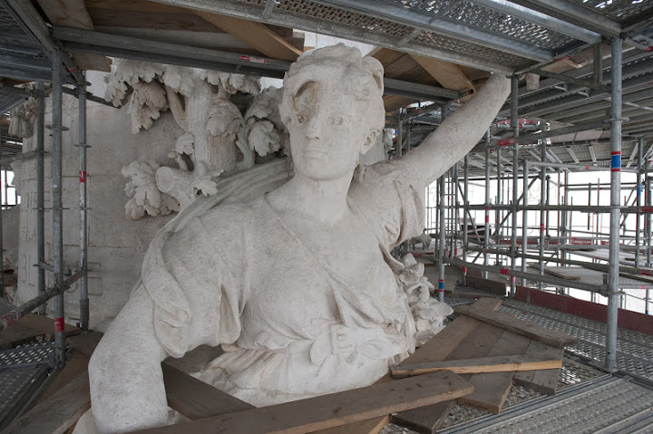 Une vie de statue (Paris, place de la République) Dsc_0712