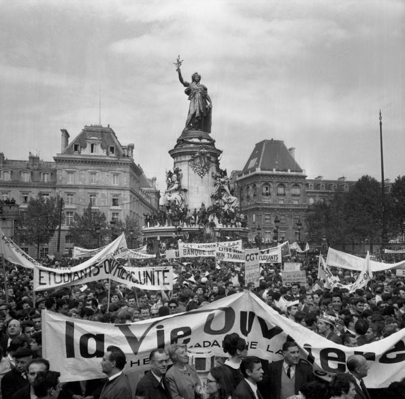 Une vie de statue (Paris, place de la République) Mai_1910