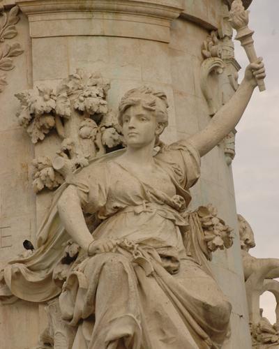 Une vie de statue (Paris, place de la République) Morice11
